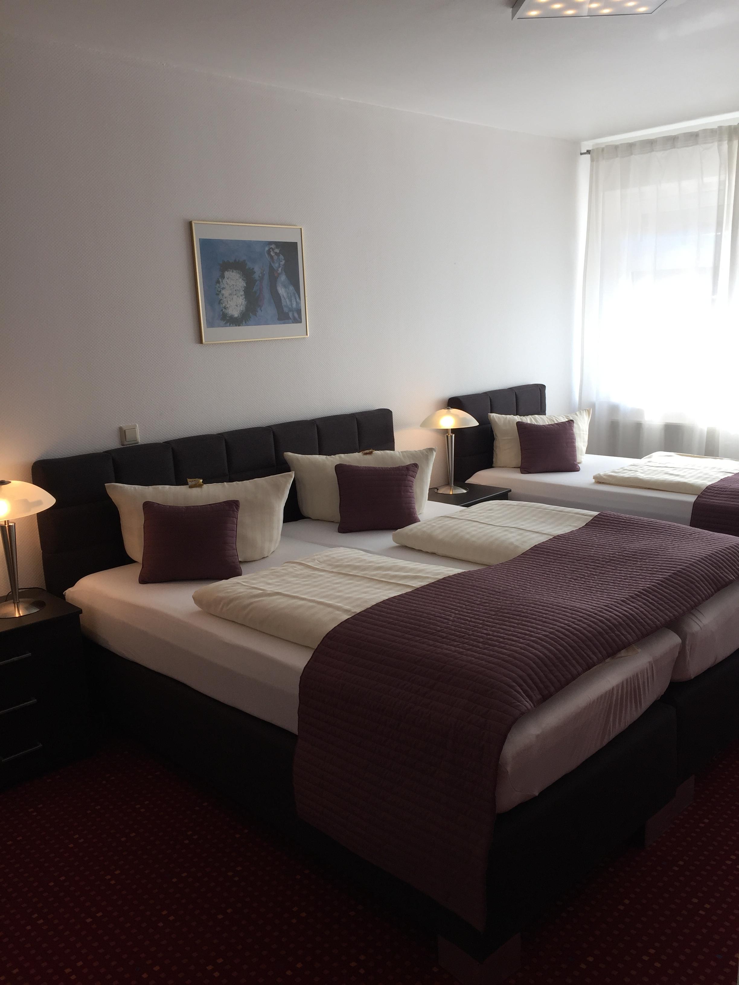 dreibettzimmer wincent hotel sinsheim. Black Bedroom Furniture Sets. Home Design Ideas