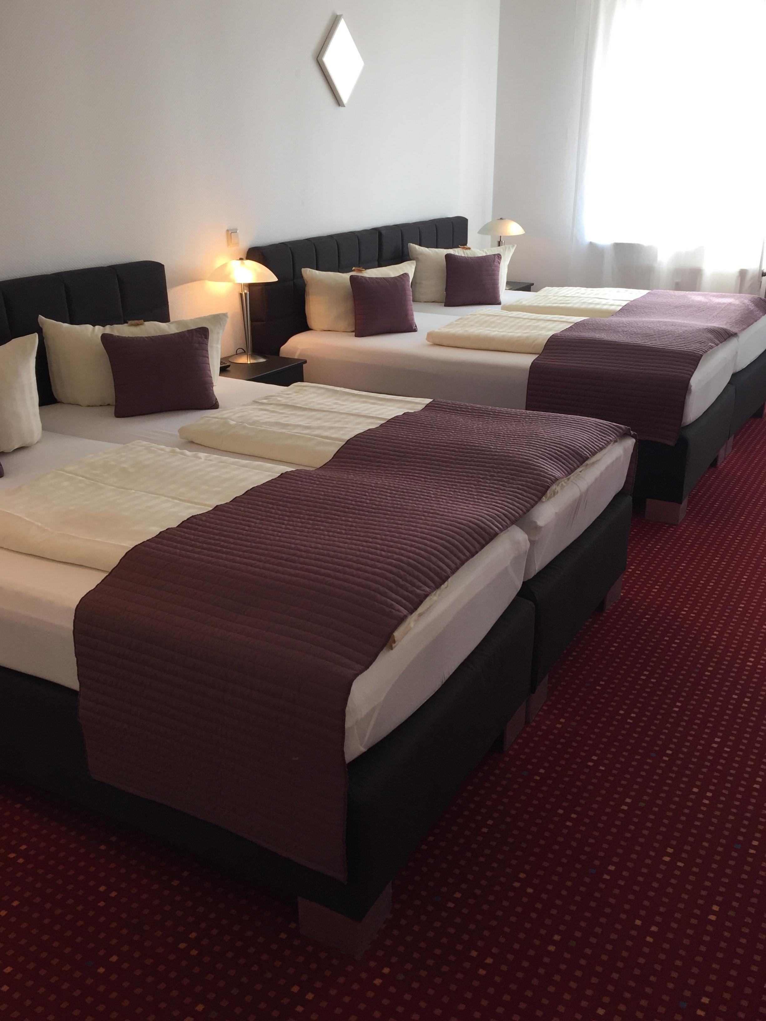 vierbettzimmer wincent hotel sinsheim. Black Bedroom Furniture Sets. Home Design Ideas